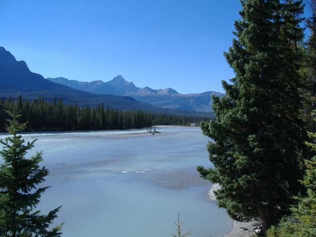 Entre montagne et riviere
