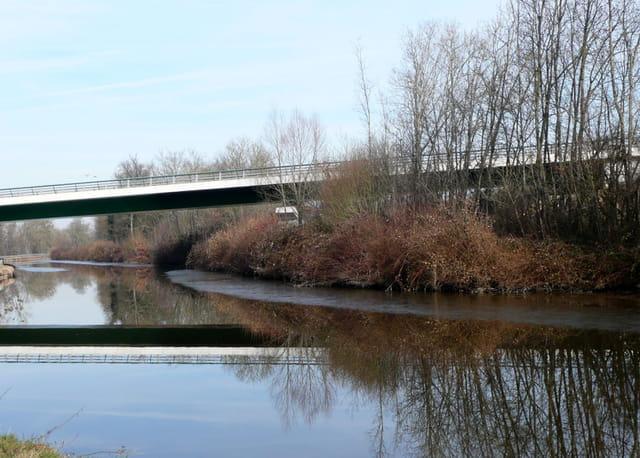 Entre pont et canal