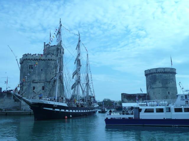 Entrée dans le vieux port
