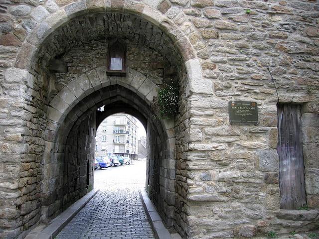 Entrée de la Vieille ville (5) Porte St.Malo
