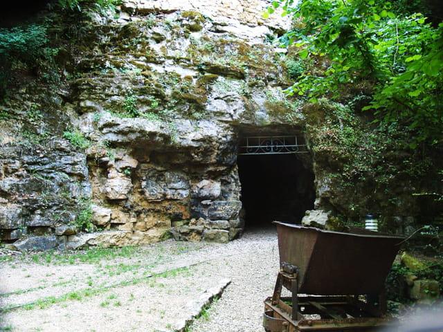 Entrée des grottes de la noréé