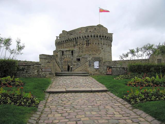 Entrée du Château de Dinan (2) Le Donjon