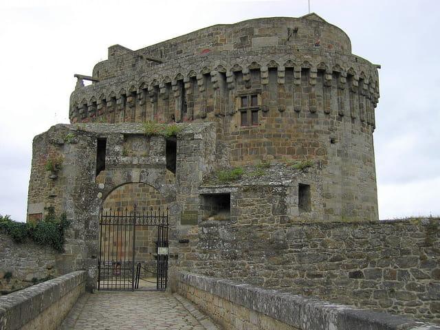 Entrée du Château de Dinan (3) Le Donjon