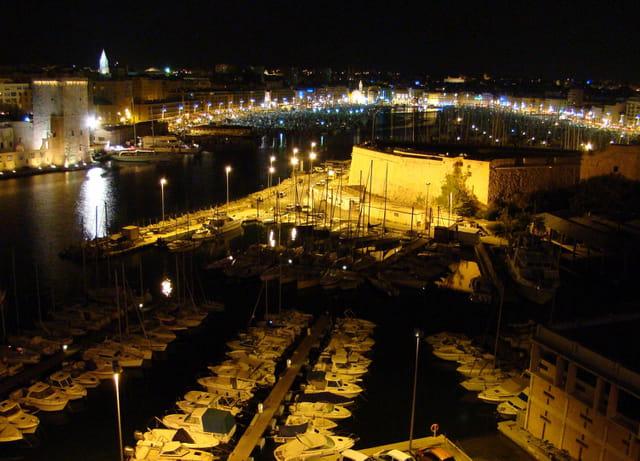 Entrée du Port by night