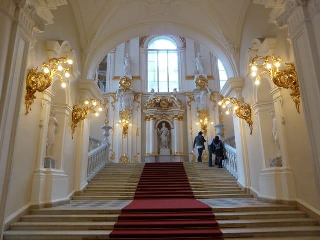 Escalier d'honneur du musée de l'Ermitage