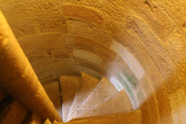 Escalier menant tout en haut du clocher