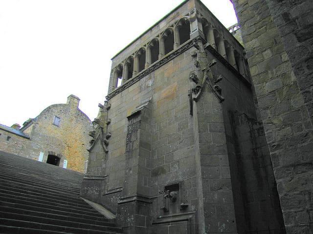 Escaliers montant à la Merveille (1)