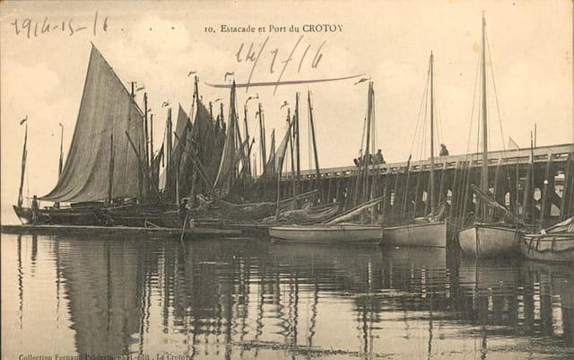 Estacade et bateaux de pêche