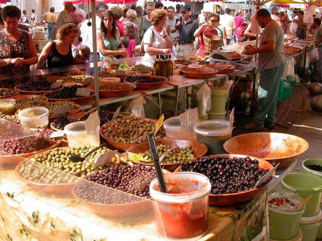 Etal du marchand d'olives.
