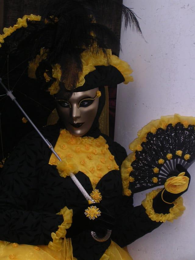 �ventail noir et or