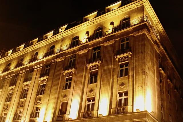 façade nocturne