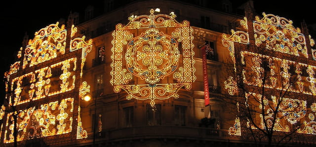 Façades parisiennes illuminées