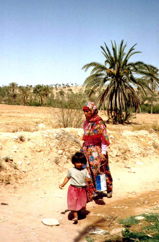 Femme et enfant de Chebika
