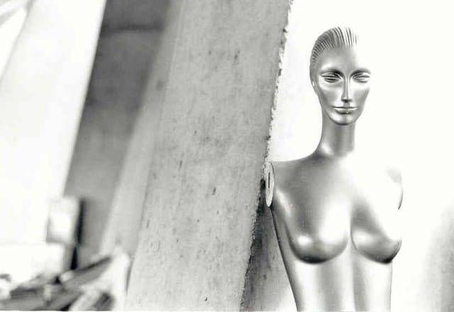 Femme métallique