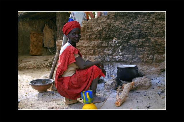 Femme préparant le repas