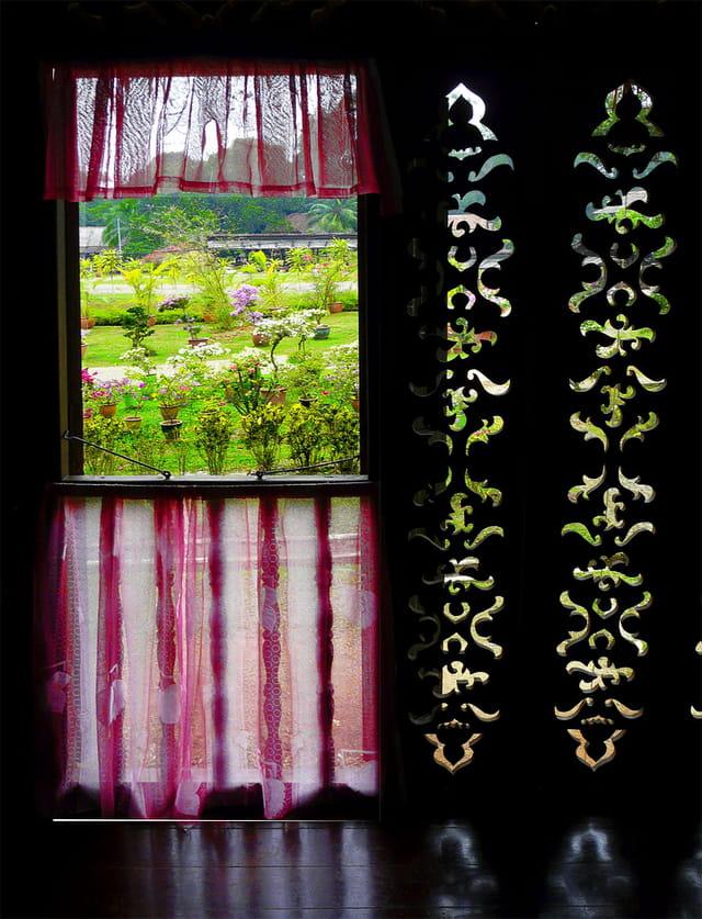fen tre sur jardin par jacky jourdren sur l 39 internaute. Black Bedroom Furniture Sets. Home Design Ideas