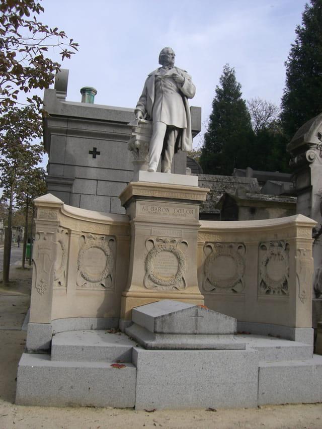 Fière la statue d\'un baron