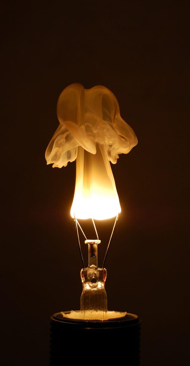 filament d 39 ampoule par anthony cassan sur l 39 internaute. Black Bedroom Furniture Sets. Home Design Ideas