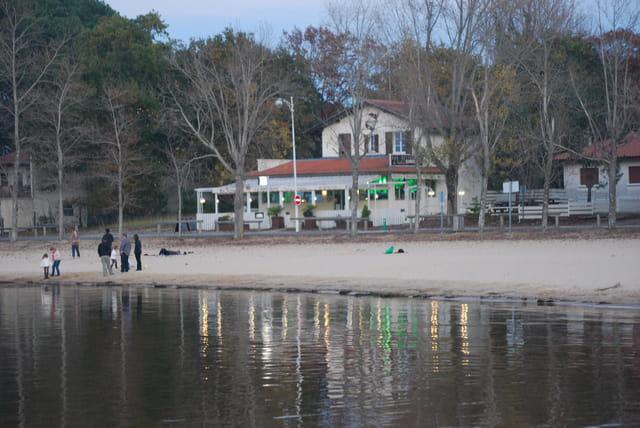 fin de journée de novembre au bord du lac