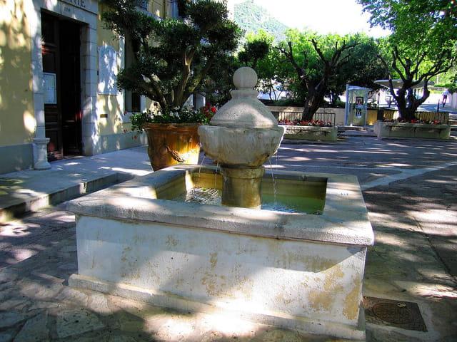Fontaine de la Mairie (2)