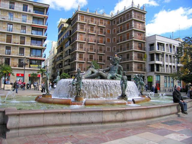 Fontaine de la Place de la Vierge (1)