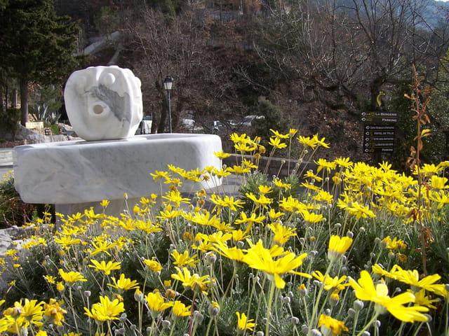 Fontaine de marbre à Castillon