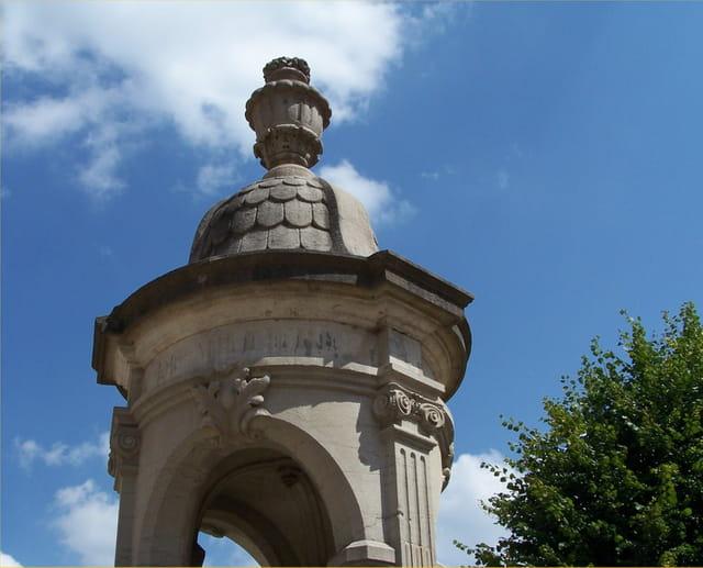 Fontaine du 19e siècle à flavigny