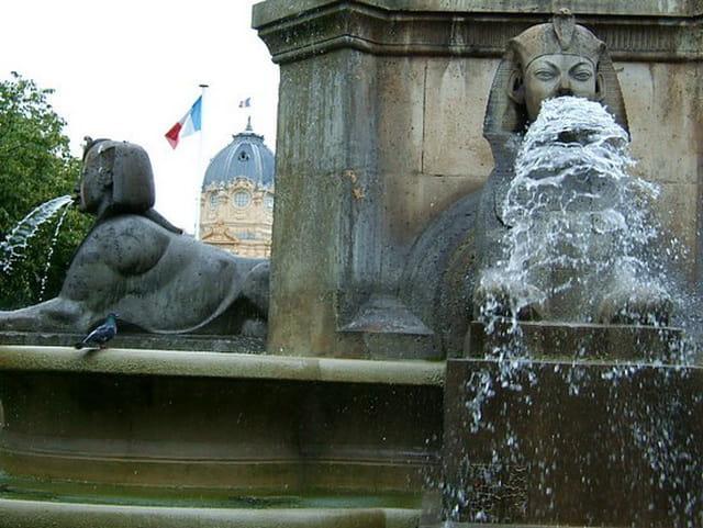 Fontaine place du Place du châtelet