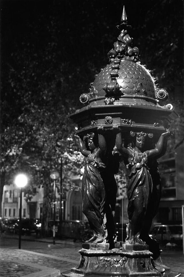 Fontaine, rue des Morillons