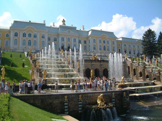 Fontaines, or, et palais