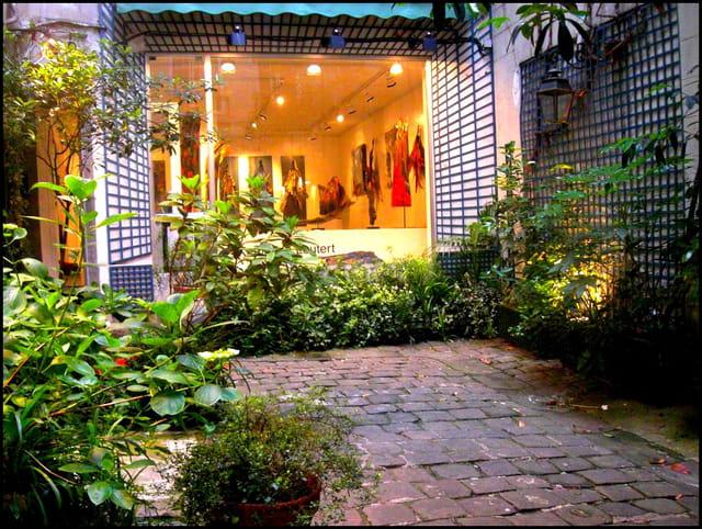 Galerie d'art en fond de cour
