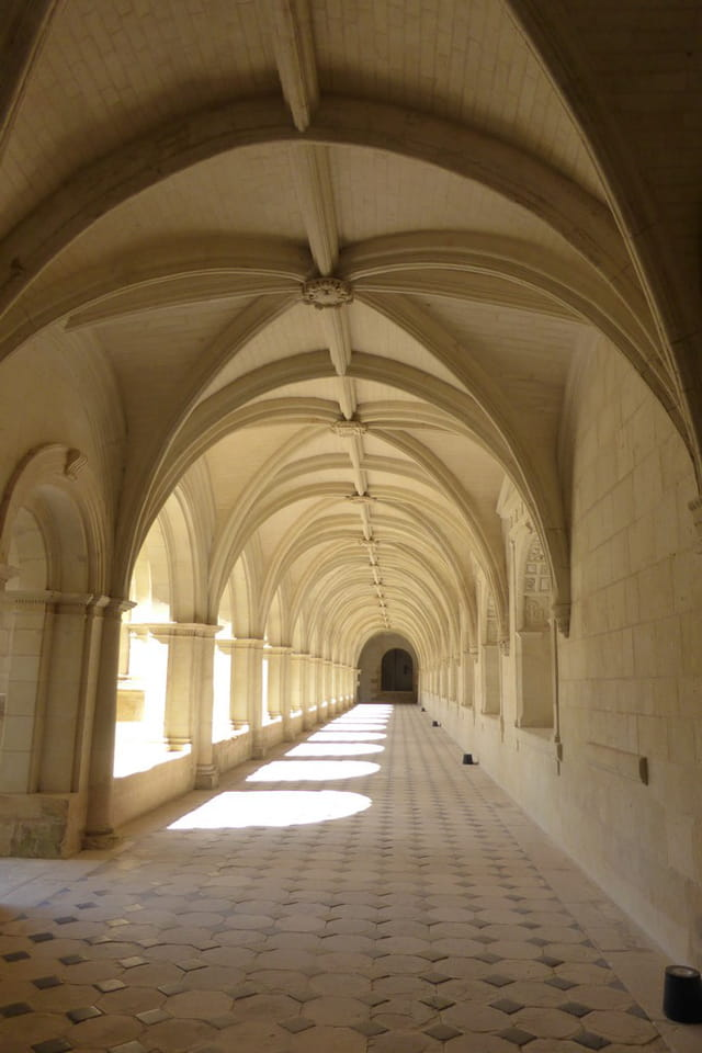 Galerie du cloître de l'abbaye de Fontevraud