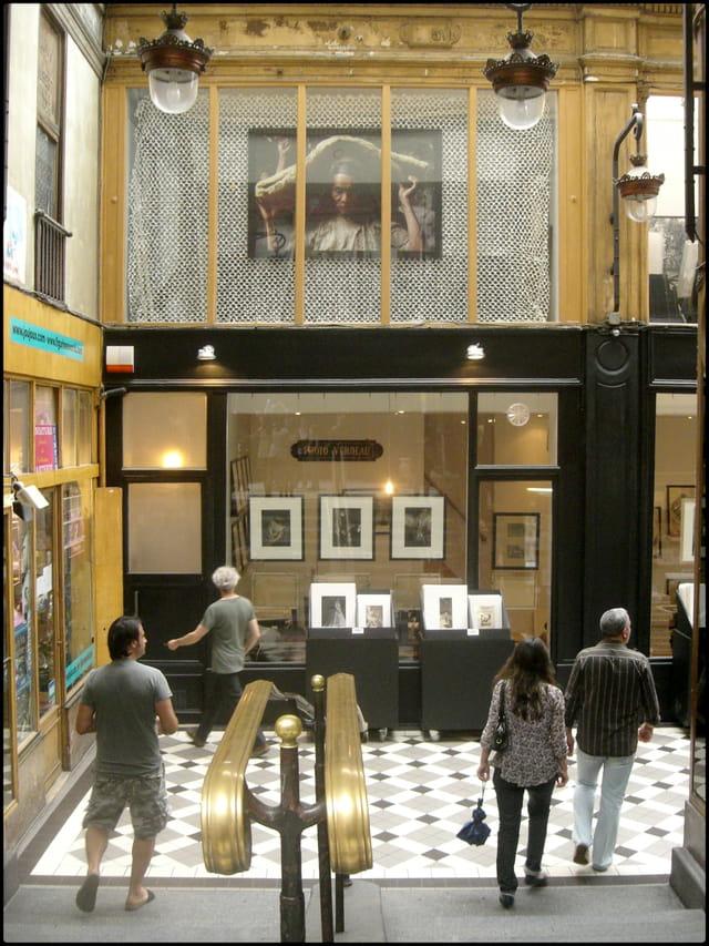 Galerie Verdeau, à l'abri du passage Jouffroy