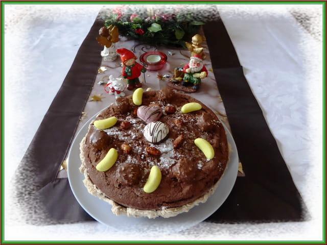 Gâteau au chocolat pour un goûter de Noël entre vieilles dames