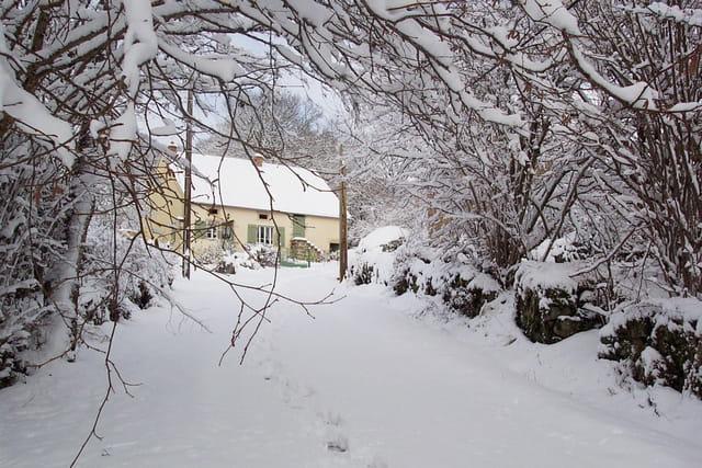 Gîte au bout du chemin de neige