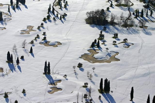 Golf d'azur sous la neige