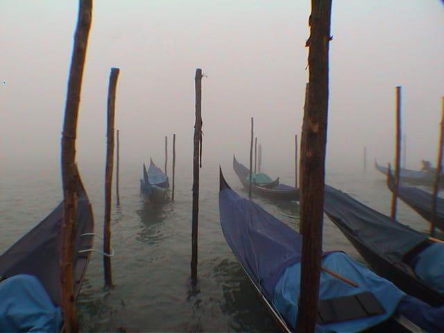 Gondoles dans la brume