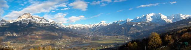 Grand bleu sur le pays du mont blanc
