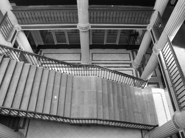 Grand escalier du passage Pommeraye