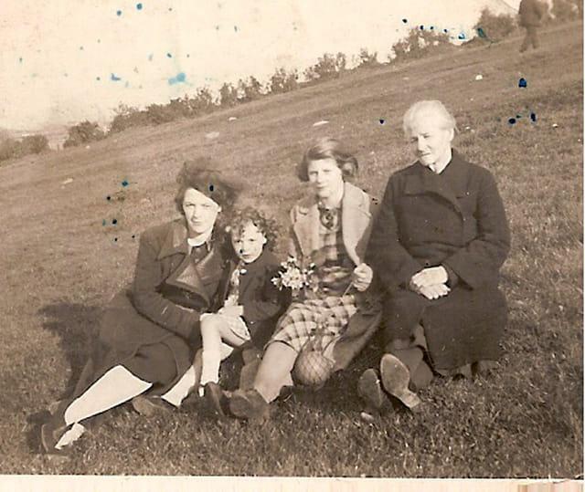 Grand-mère et ses filles