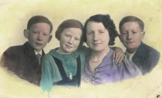 Grand mère, maman et ses frères