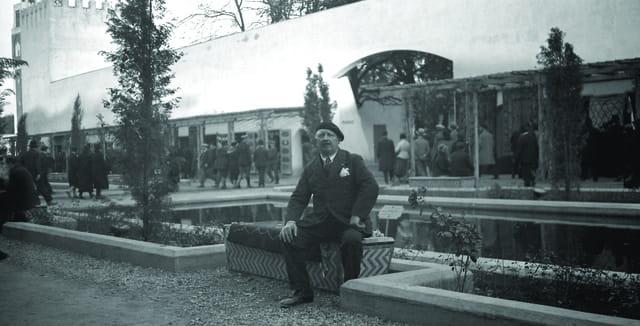 Grand père dans les jardins - Maroc