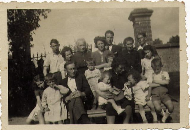 Grant tante avec ses 13 enfants