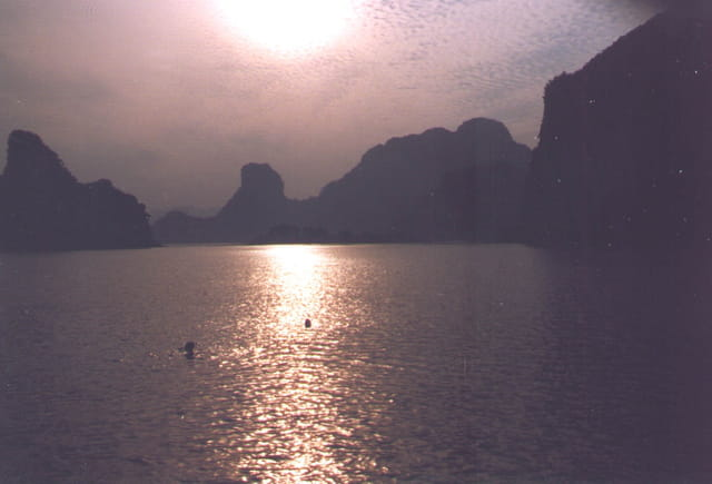 Halong bay sunset2