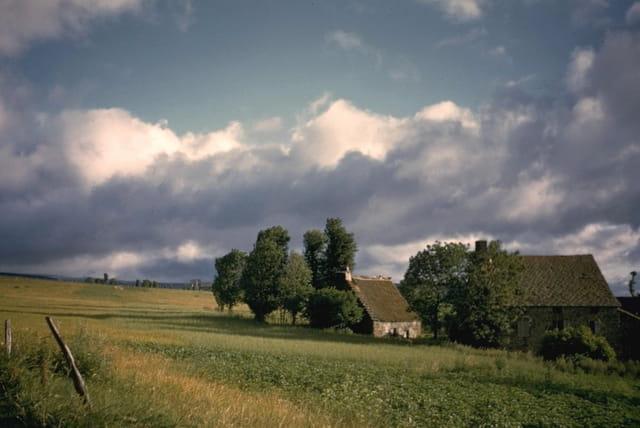 Hameau sur le plateau du cézallier