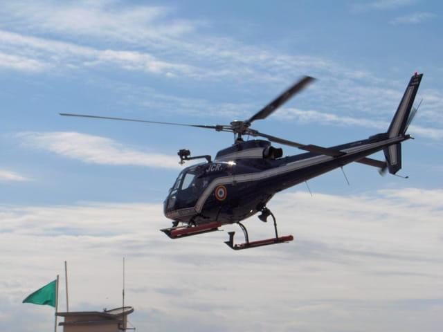 Hélicoptère de la Gendarmerie au dessus de la plage