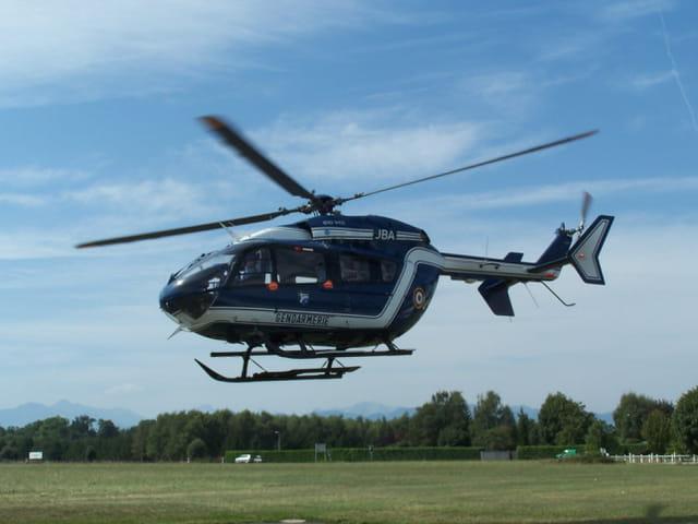 Hélicoptère E.C. 145 Gendarmerie Nationale. Des hommes au service des hommes!.