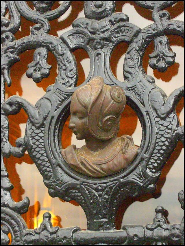Héloïse (détail de porte en fer forgé)