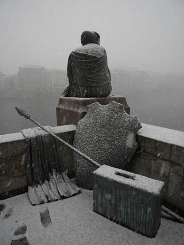 Helvetia contemple la neige