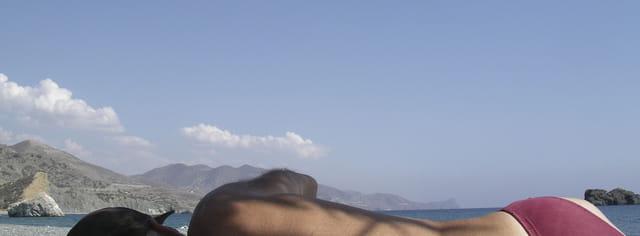 Homme mer montagnes